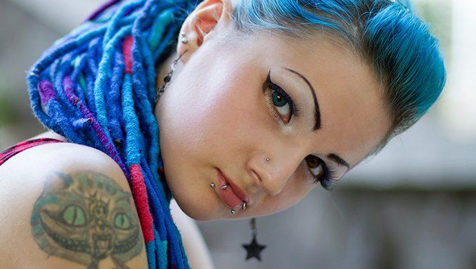 ¿Está bien hacerse tatuajes y colocarse piercing?