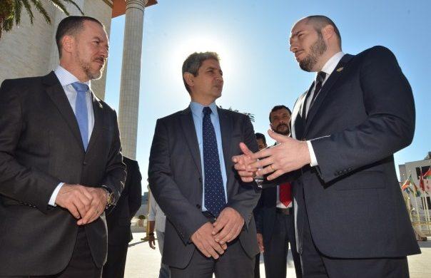 El embajador de Israel visita el Templo de Salomón