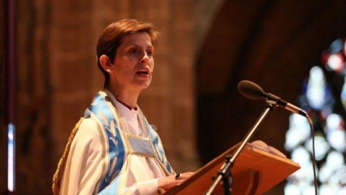 """Mujeres hacen campaña para que Dios sea llamado """"ella"""" en la Iglesia de Inglaterra"""