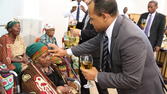 """""""Consagración especial de abuelos"""" en Maputo"""