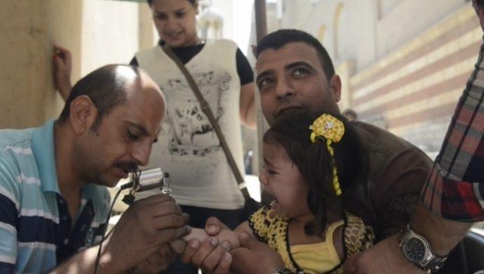 Niños egipcios son tatuados como señal de fe