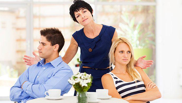 «¿Mi marido debe agradarme a mi o a su madre?»