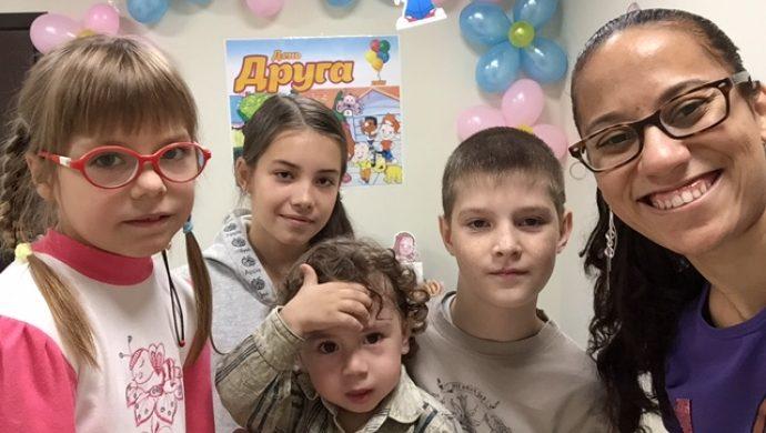 «1° Día del amigo» moviliza a los niños en Rusia