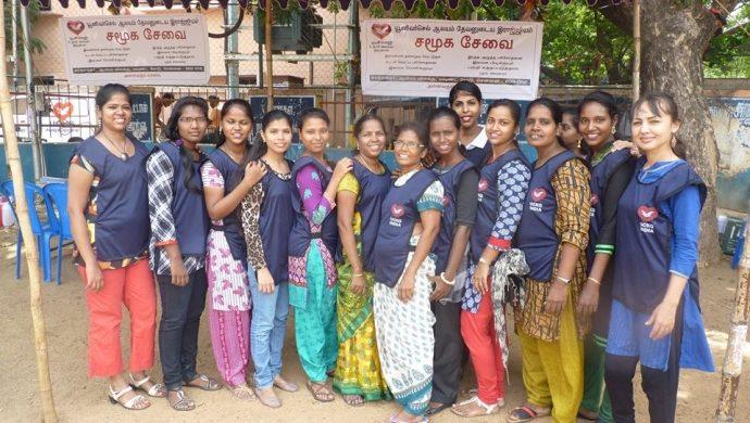 La Universal hace más felices a 210 personas en India