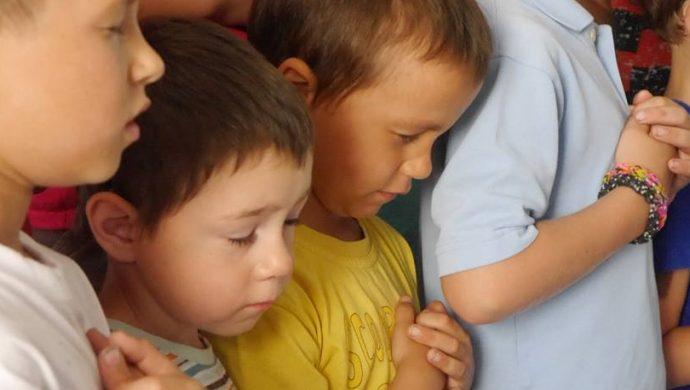 La Universal hace que septiembre comience mejor para los niños huérfanos en Ucrania