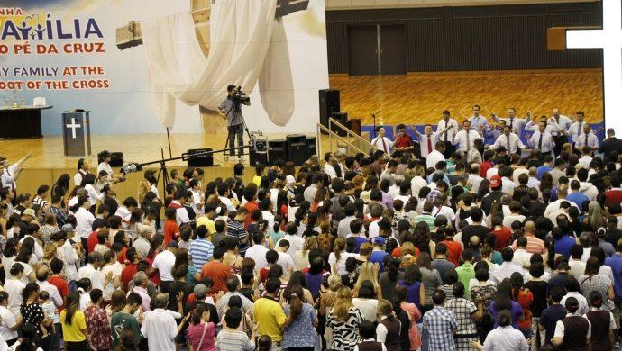 «Mi Familia al Pie de la Cruz» reúne una multitud en Japón