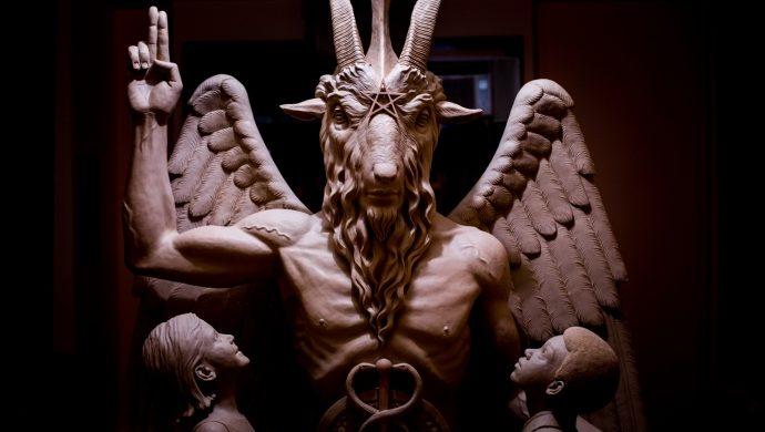 La inauguración de la estatua de Satanás causa polémica