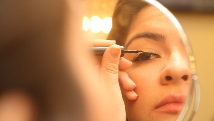 Maquillaje para quien usa anteojos