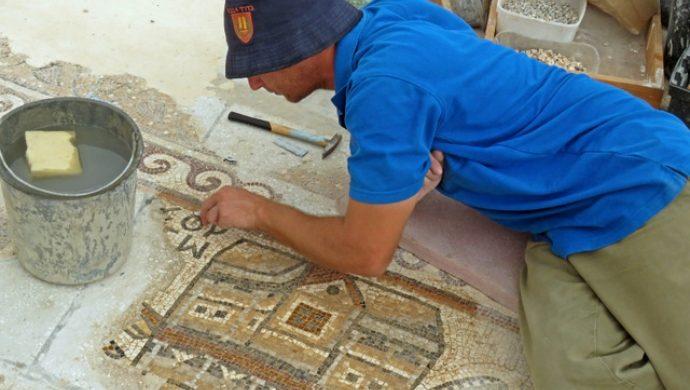 Arqueólogos restauran un mosaico de 1500 años en Israel