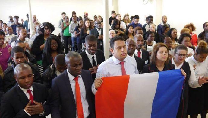 La Universal ora por las víctimas de la violencia en el mundo