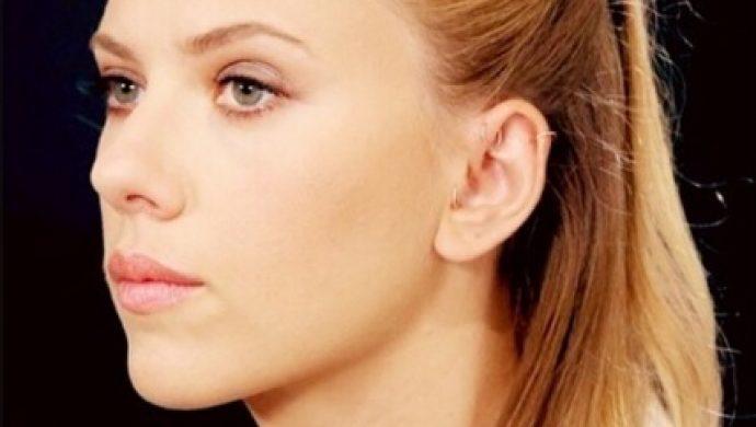 La actriz Scarlett Johansson narra la Biblia de manera sensual