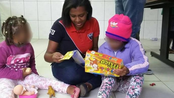Voluntarios de la FJU llevan alegría a un hogar de niños