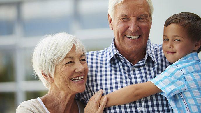 ¿Los abuelos realmente «malcrian» a los nietos?