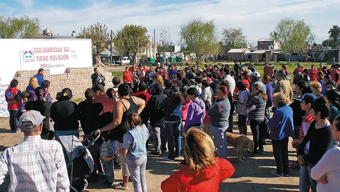 El barrio Itatí recibió una tonelada de alimentos y 1500 prendas de ropa