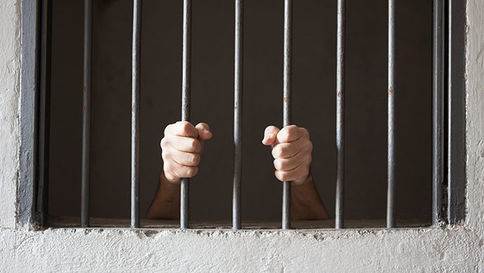 Prisión marcada por rebeliones recibe voluntarios de Universal