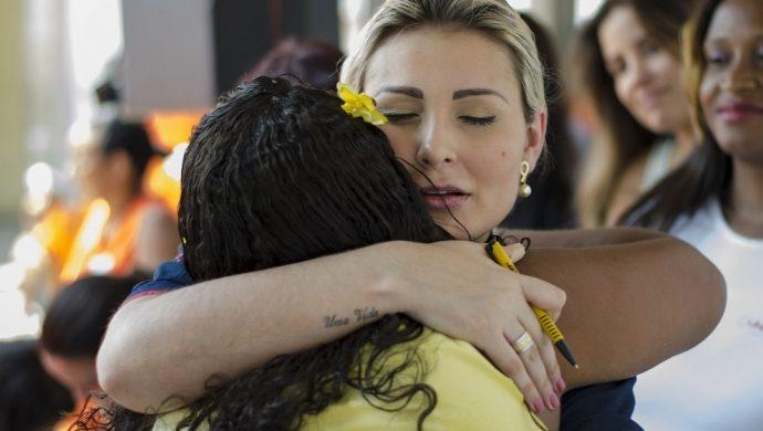 Andressa Urach visitó una cárcel de mujeres