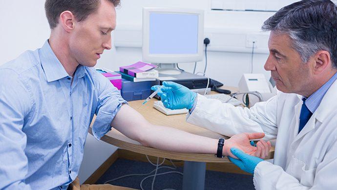 Hombres: a vacunarse contra el HPV