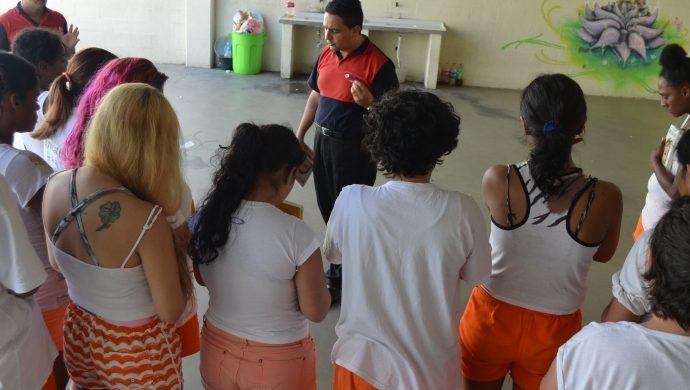 La Universal realiza una acción social en la Penitenciaría Femenina de Guaíba, en Río Grande del Sur