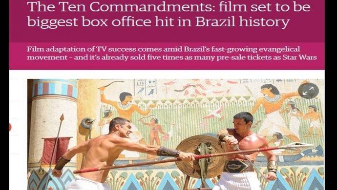"""Periódico británico destaca al gran éxito de """"Los Diez Mandamientos – La película"""""""