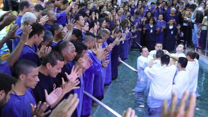 En Belo Horizonte, aproximadamente 300 personas deciden nacer de nuevo