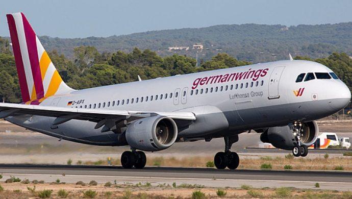 Piloto amenazó con estrellar el avión si la esposa lo dejaba