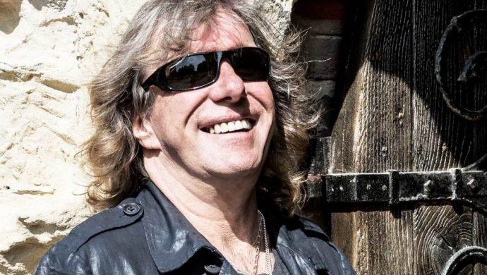 Estrella de rock se suicida después de haber sido criticado en Internet