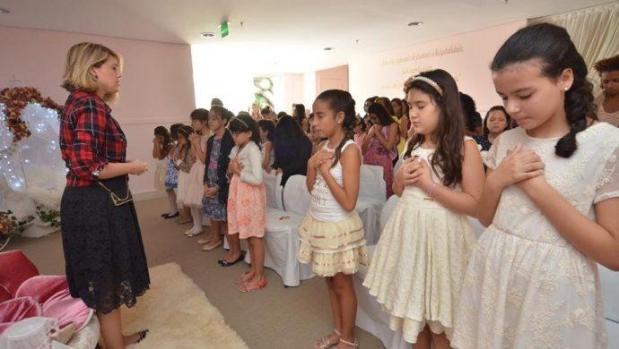 Un nuevo grupo de niñas del Godllywood School que se gradúa en San Pablo