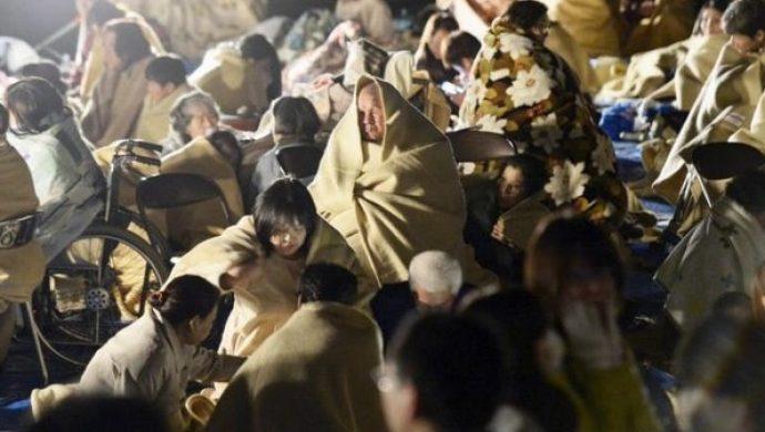 Los terremotos llegan a Japón y Ecuador y dejan más de 500 muertos