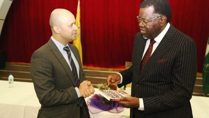 Presidente de Namibia invita a la Universal a una reunión especial