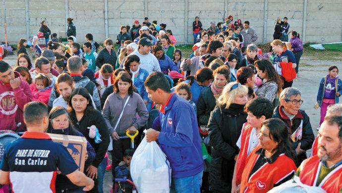 Entrega solidaria en Brandsen: 2 toneladas de alimentos y 4000 prendas de ropa