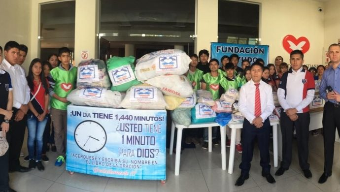 Se dona 1 tonelada de alimentos a la comunidad de Cochabamba