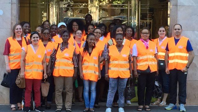 Personas en situación de calle en París reciben ayuda de la Universal