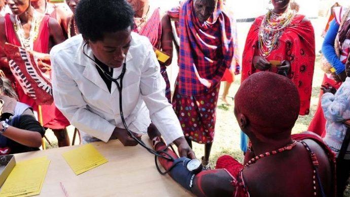 La Universal promueve atención médica en la tribu Maasai