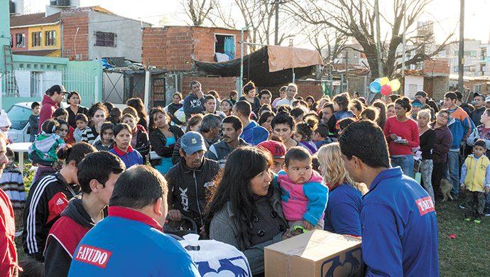 Más de 2 toneladas de alimentos y 5000 prendas de ropa en Ezpeleta