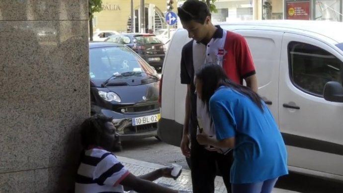 Voluntarios de la Fuerza Joven Europa salen a las calles de Portugal para combatir los vicios