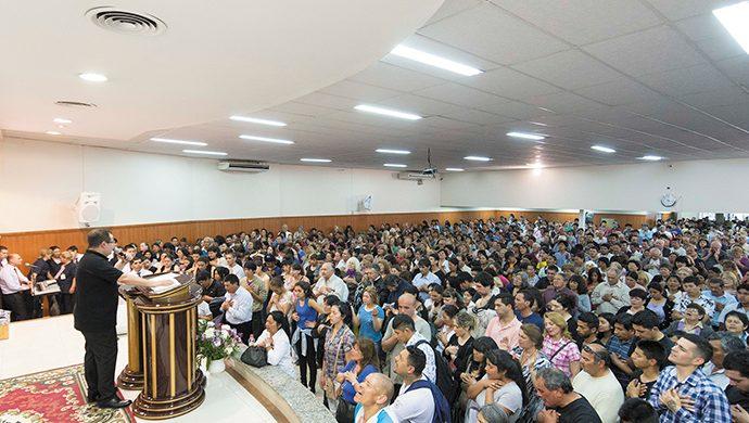 El obispo Djalma visitó La Plata