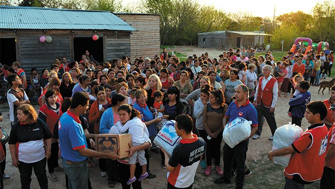 T-Ayudo entregó 2 toneladas de alimentos y 3200 prendas de ropa en Melchor Romero
