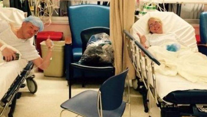 Después de donar parte del hígado a la prima de un amigo, el joven se casa con ella