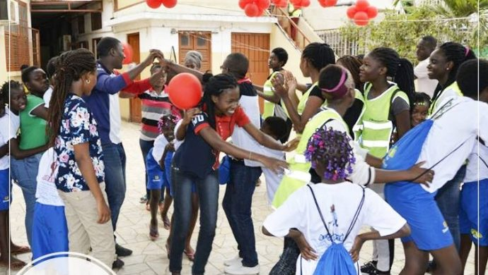 Los voluntarios del proyecto Arcángel visitan un orfanato femenino en Luanda