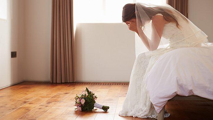 La mujer invade la boda del amante vestida de novia
