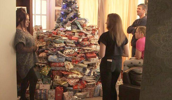 Madre le da más de 300 regalos a sus hijos