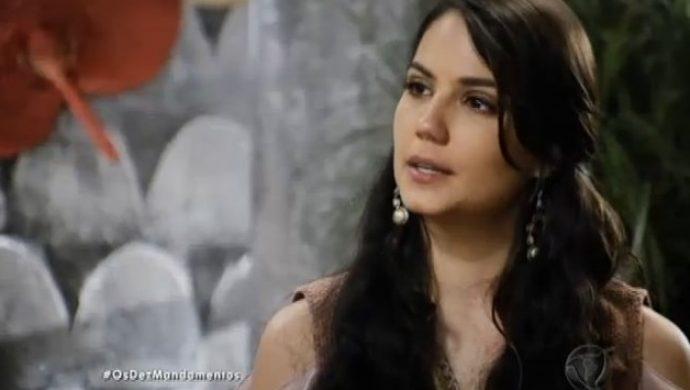 Leila le revela a Adira que conoce a Moisés y a Zípora