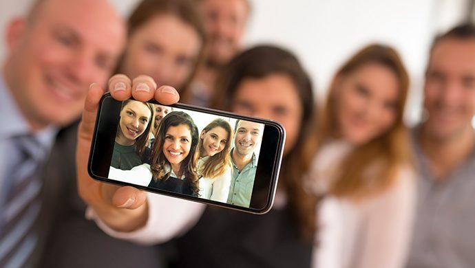 Vea cómo surgió el término selfie