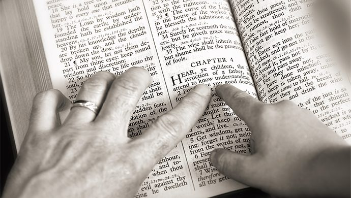 Lea la Biblia en 1 año – 77° día