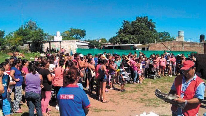 El T-Ayudo visitó el barrio Parque del Virrey y llevó más de 3 toneladas de alimentos y 7500 prendas de ropa como ayuda solidaria