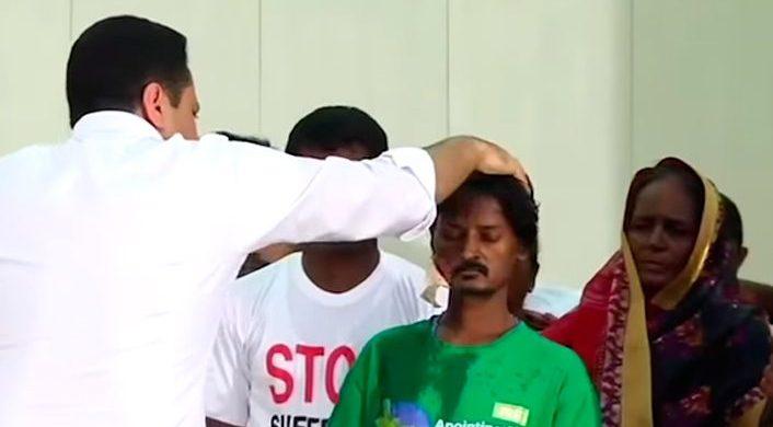 Un hindú es curado de cáncer en la cara