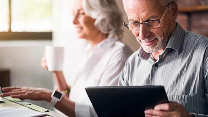 Una señora mayor de edad crea una aplicación para celulares y sorprende