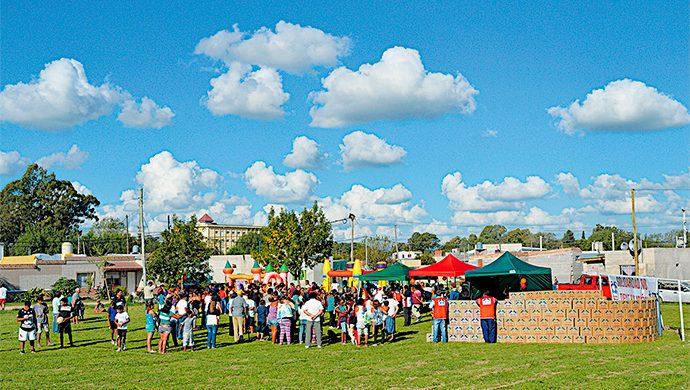 El barrio Piazza Norte en Azul recibió del T-Ayudo más de 3 toneladas de alimentos y 6 mil prendas de ropa