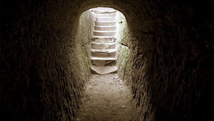 ¿Usted sabe lo que encontró Pedro en el sepulcro de Jesús?