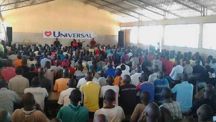 Cientos de presos participan en reunión en la cárcel de Mozambique
